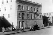 1920 - O primeiro prédio do hospital veio seis anos depois da doação do terreno por parte da prefeitura. O Hospital de Caridade Nossa Sra. do Rosário de Pompéia ficava ao lado de onde hoje é o Pompéia